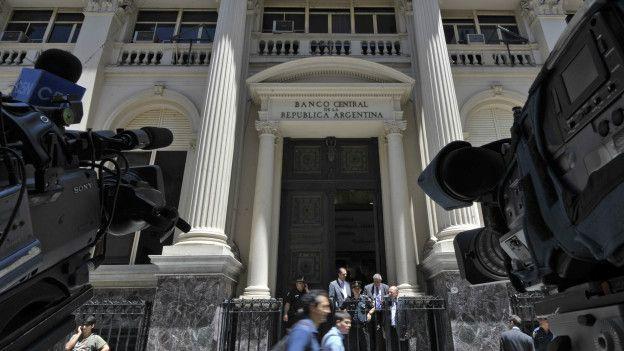 La justicia investiga la irregularidad en contratos de dólar futuro que opera el Banco Central de Argentina.
