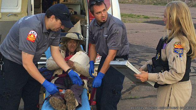 Ann Rodgers siendo rescatada en Arizona