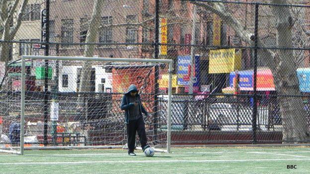 Cancha de soccer en el Barrio Chino de Nueva York