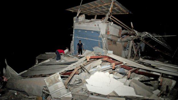 厄瓜多尔瓜亚基尔一座在地震中倒塌的民房(16/4/2016)