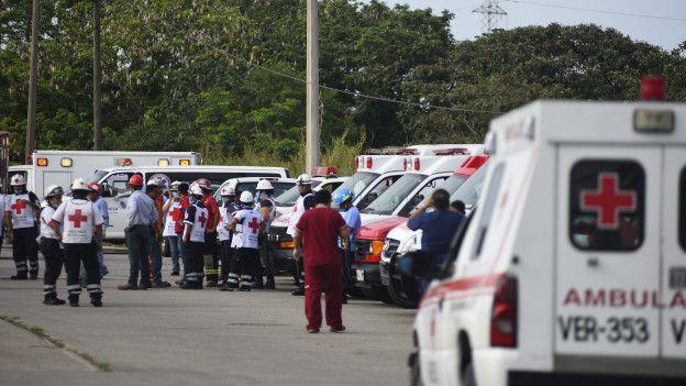 Personal sanitario en el lugar de la explosión