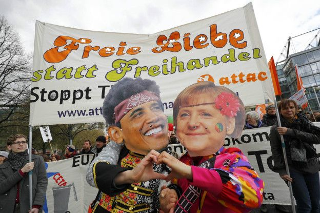 Плакаты Меркель и Обамы
