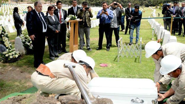 Funeral de Ángela, la niña de la maleta