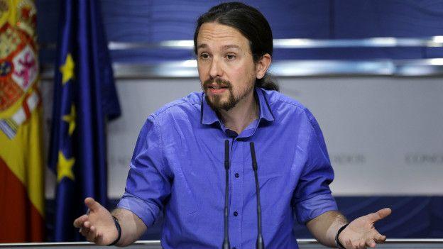 Pablo Iglesias, del Parido Podemos, brindó una conferencia tras el encuentro con el rey Felipe.