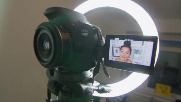 Aprender a editar videos es fundamental para triunfar en el vlogging.