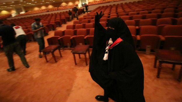 Una mujer en el parlamento