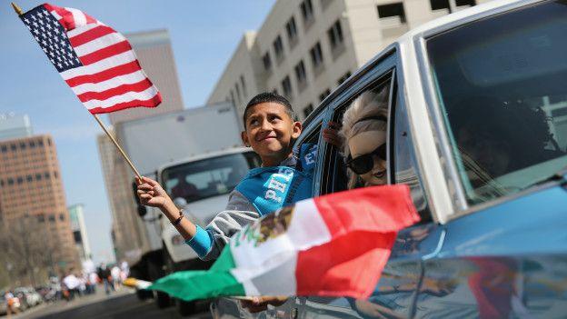 Niño con bandera