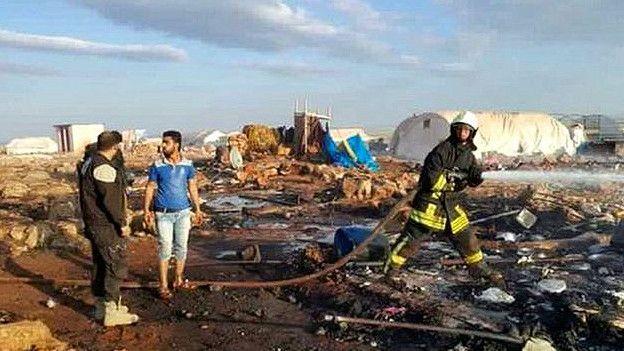 Campamento de refugiados bombardeado