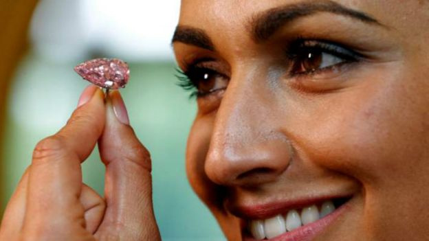 Un diamant rose vendu à 18 milliards CFA