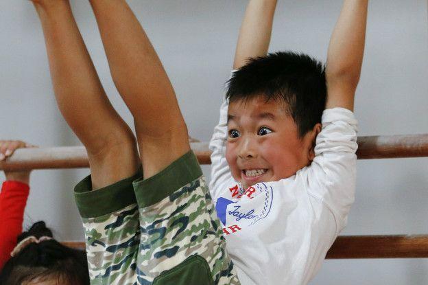 El esfuerzo y sufrimiento detrás de la fábrica de estrellas de la gimnasia de China