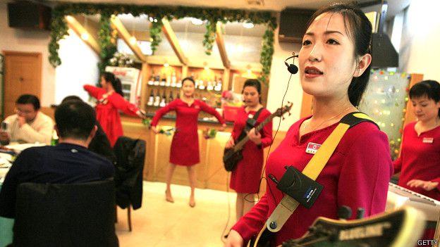 Camareras en un restaurante norcoreano en China