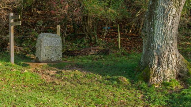 Monumento del origen del Támesis
