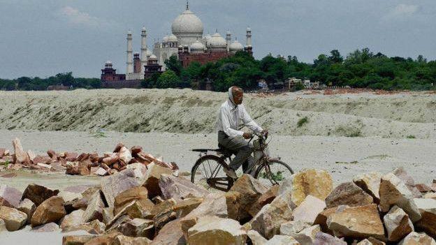 Imagen lejana del Taj Majal
