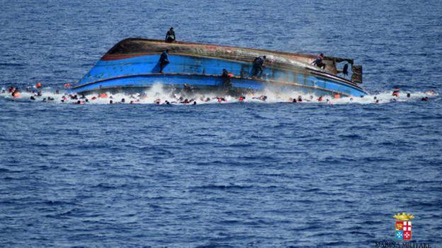 غرق المهاجرين قبالة السواحل الإيطالية