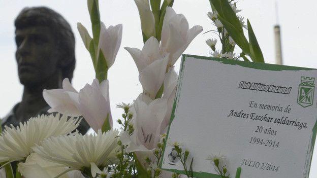 Monumento a Andrés Escobar en Medellín