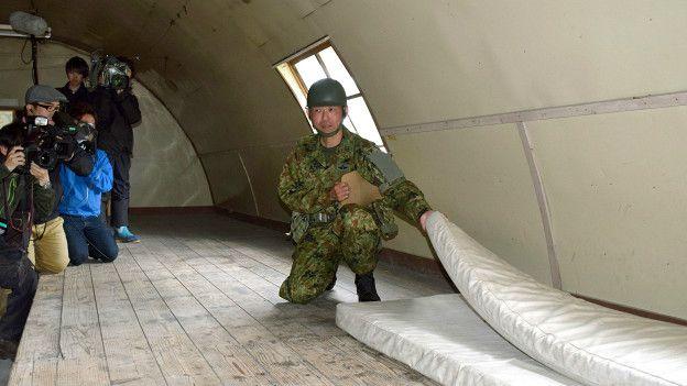 En un edificio militar