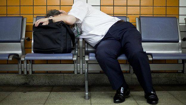 http://ichef-1.bbci.co.uk/news/ws/624/amz/worldservice/live/assets/images/2016/06/08/160608114850_japanese_man_doing_inemuri_624x351_adrianstoreyuchujin_nocredit.jpg