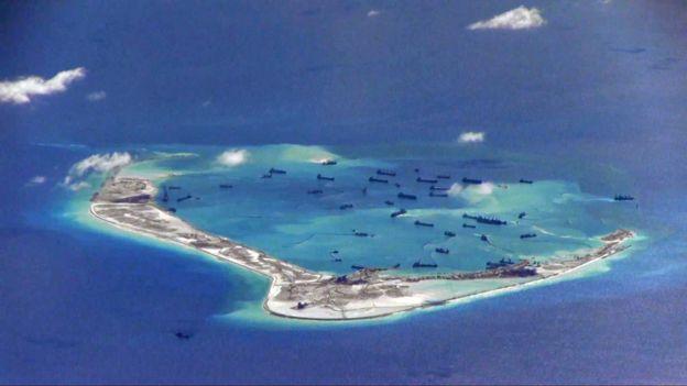 航拍南沙群岛美济礁周边疑似中国填海造岛情况(5/2015)