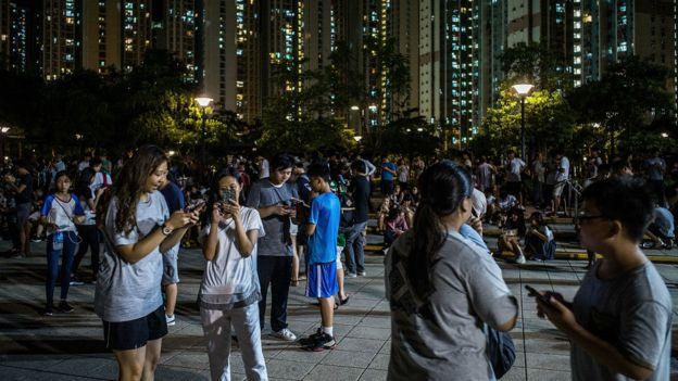 香港元朗天水圍居民在公園內集體玩Pokemon Go(26/7/2016)