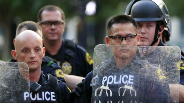 160730125707_us_police_640x360_ap_nocred