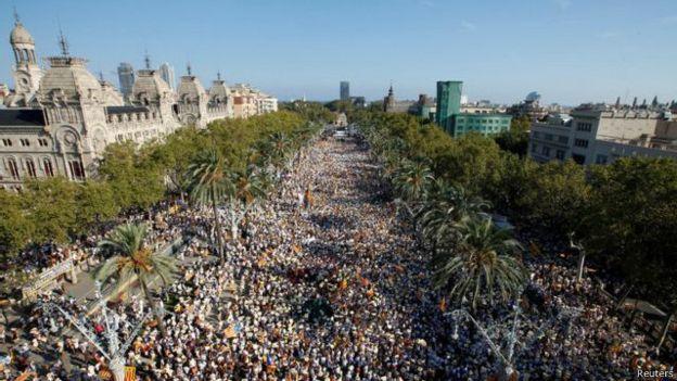 巴塞罗那数十万民众游行要求独立