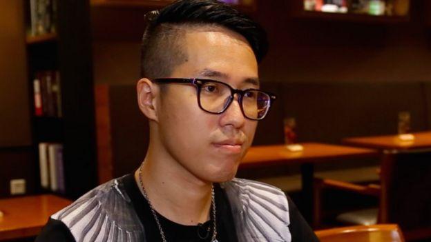 來自福州的鄭凌劼。他每年網絡購物消費超過50萬元人民幣。
