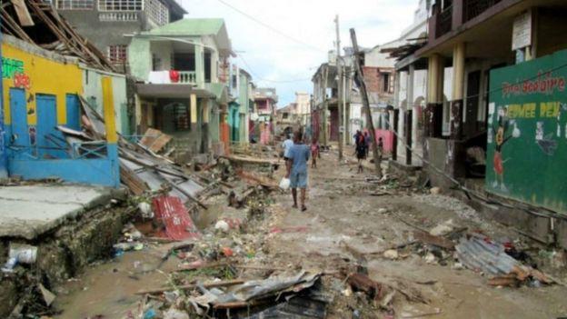 إعصار ماثيو يقتل أكثر من 800 شخص في هايتي 161007135428_haiti_matthew_storm_640x360_afp_nocredit