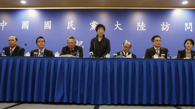 11月1日,台湾国民党领导人洪秀柱率团访问大陆。自蔡英文上任后,大陆和台湾政府官方往来基本中断。