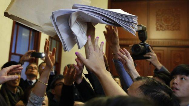北京人民大会堂内记者们争夺香港释法案说明稿(7/11/2016)