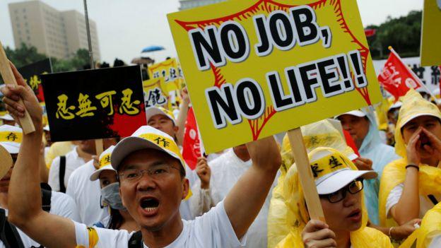 台湾旅游业界游行要求蔡英文政府解决中国大陆游客减少问题(12/9/2016)