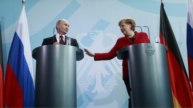 普京與默克爾在柏林舉行聯合記者會