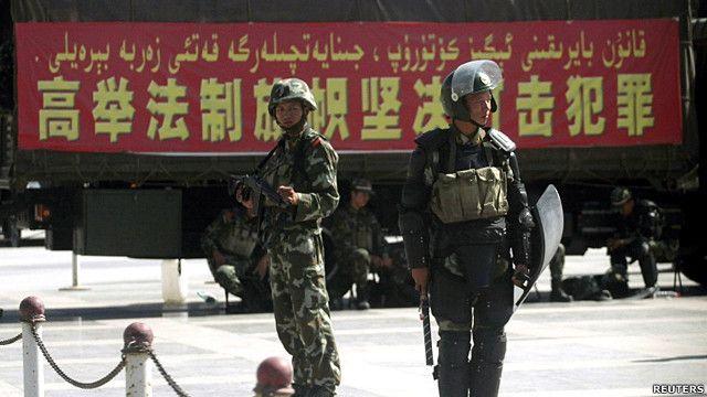 新疆喀什街头的防暴警察(资料图片)