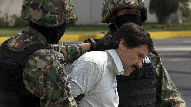 """Joaquín """"El Chapo"""" Guzmán, acompañado por efectivos de la Marina de México"""