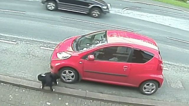 Jess foi flagrada atacando os pneus do carro de Anne Taylor (BBC)