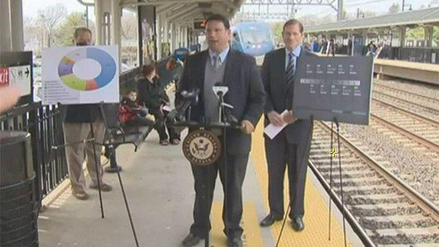 Senador Blumenthal en la plataforma de tren