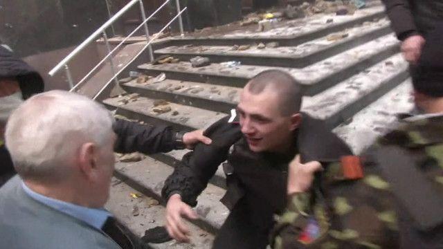 Asalto a edificio del gobierno en Donetsk
