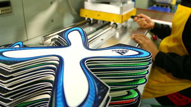 Paneles en forma de hélice durante la fabricación del Brazuca, el balón de Brasil 2014 Imagen cortesía de Adidas