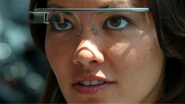 Mujer con gafas Glass