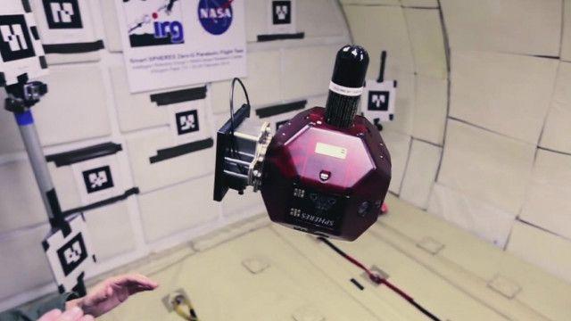 Robot volador en la Estación Espacial Internacional.