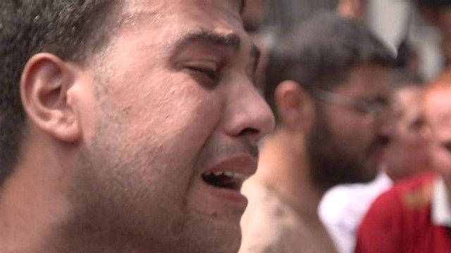 Hombre llorando en Gaza