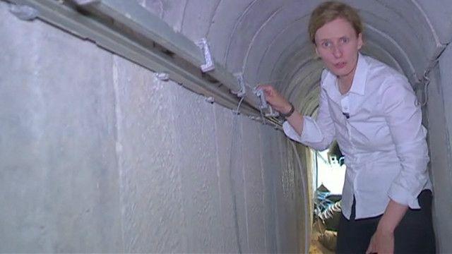 Orla Guerin em túnel de Gaza
