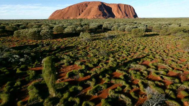 无人机鸟瞰澳洲知名地标乌鲁鲁