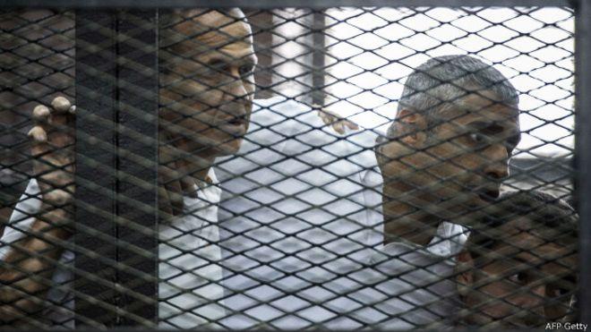 السجن ثلاث سنوات لصحفيي قناة الجزيرة الفضائية