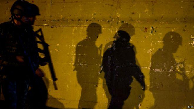 Policiais no Complexo da Maré, em foto de 30 de junho (AFP)