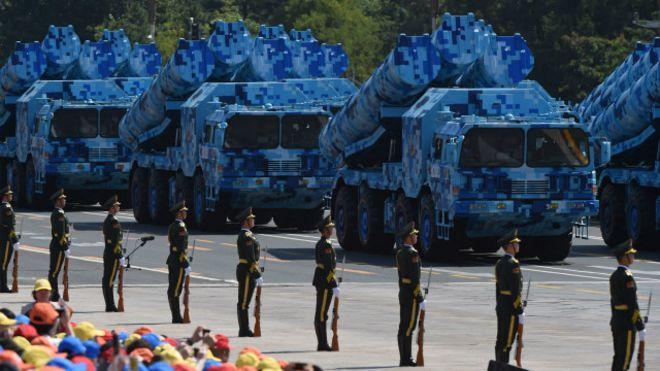 北京阅兵式导弹车