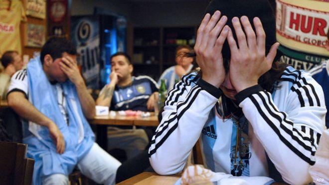 Fans argentinos llorando tras la última Copa América
