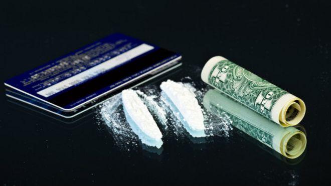 imagen de polvo de cocaína