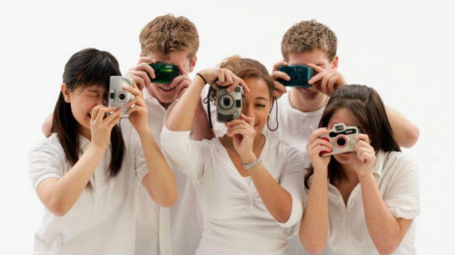 Personas tomando fotos