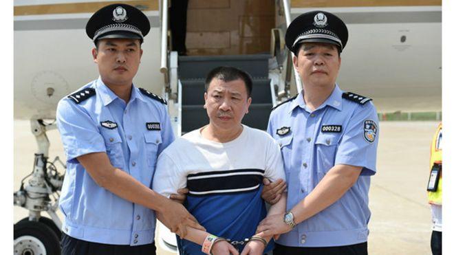 """这是自搜捕贪官的""""天网""""行动开展以来,美国首次向中国遣返公开曝光的""""百名红通人员""""。"""