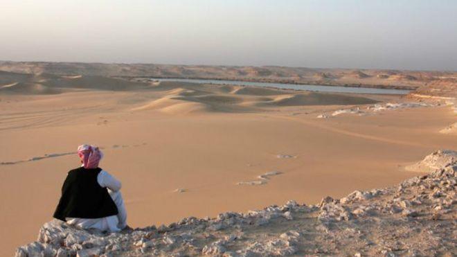 Un hombre en el desierto
